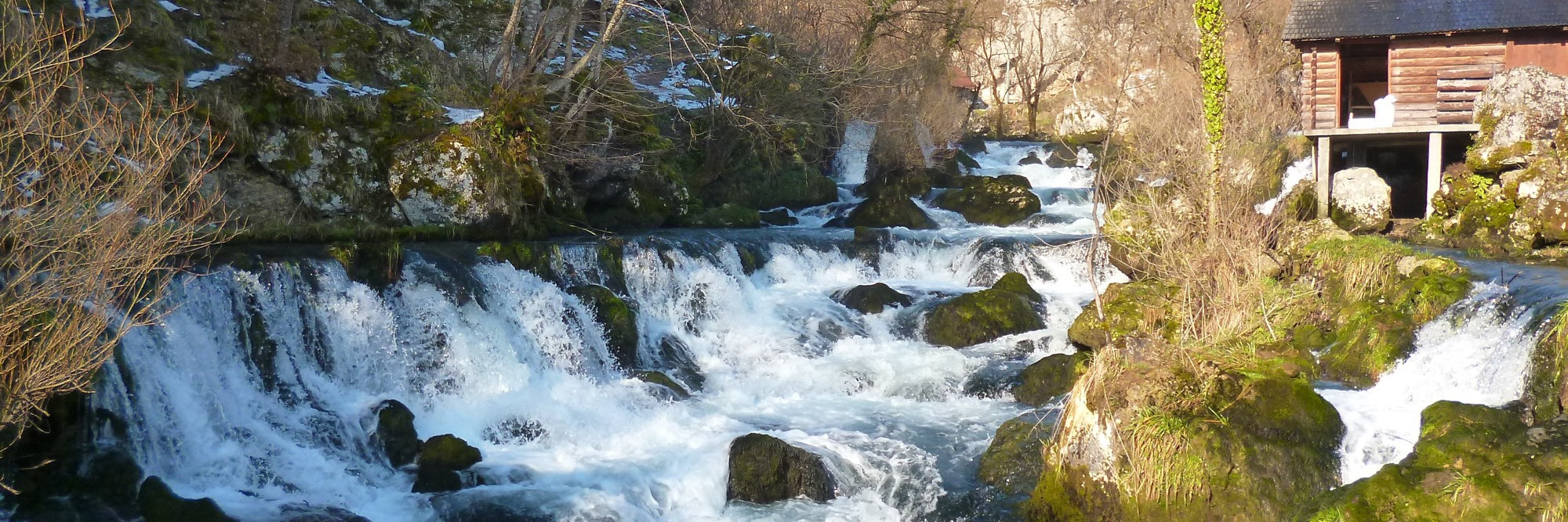 Водопады и мельницы на реке Крупе