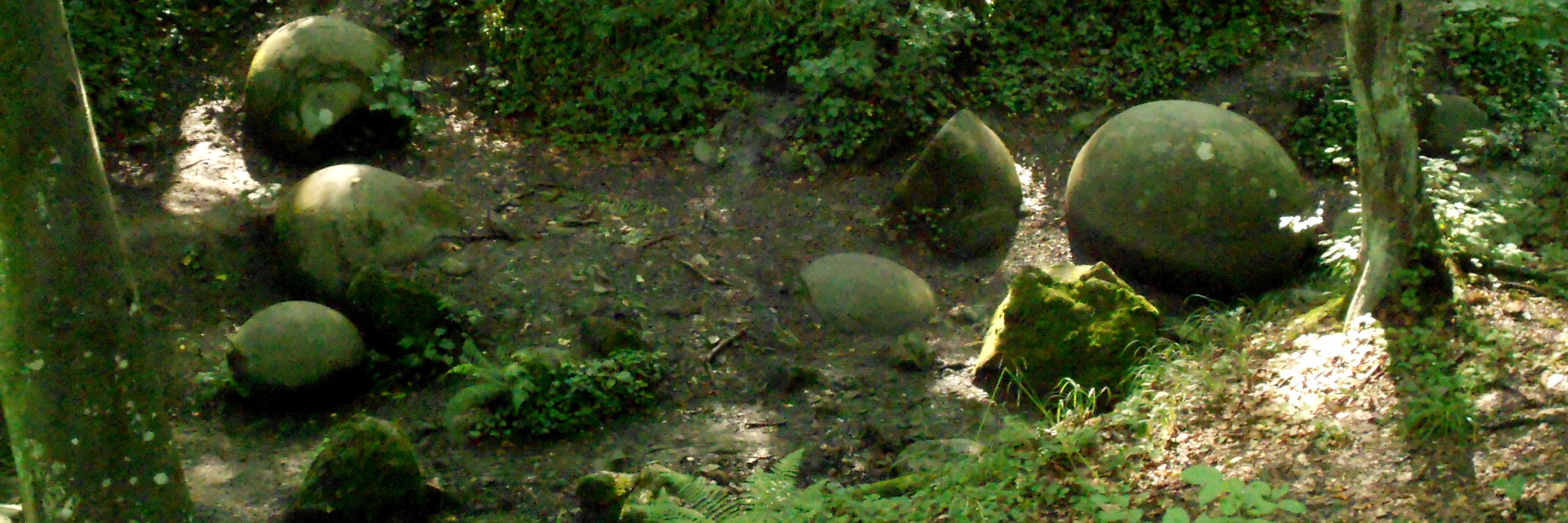 Каменные шары в Завидовичах