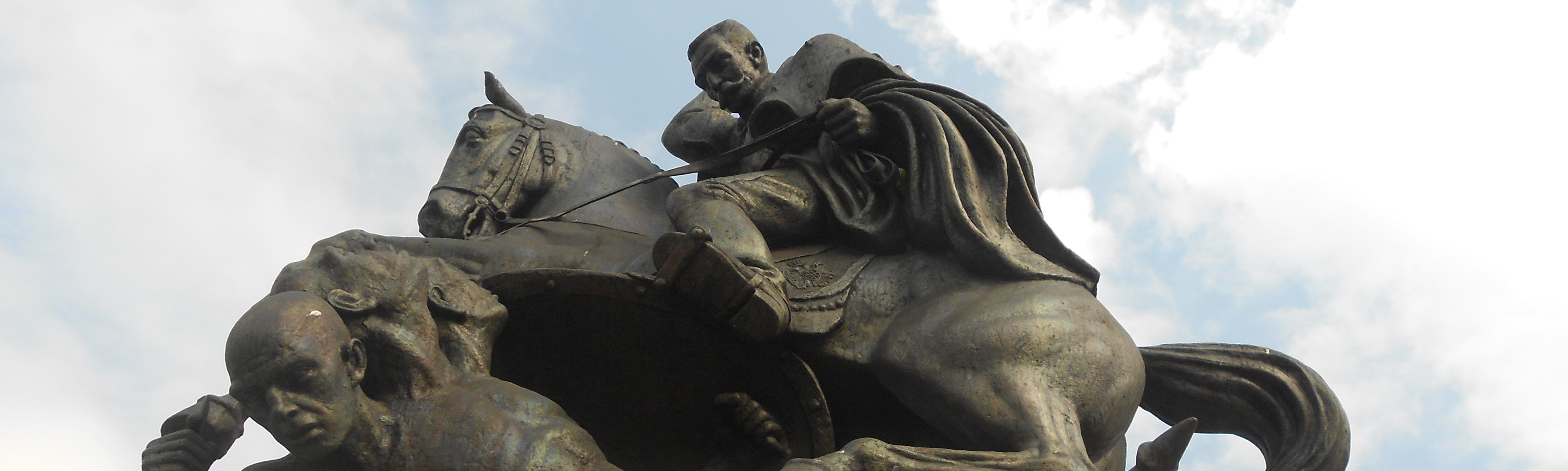 Памятник Петру I Караджорджевичу в Биелине