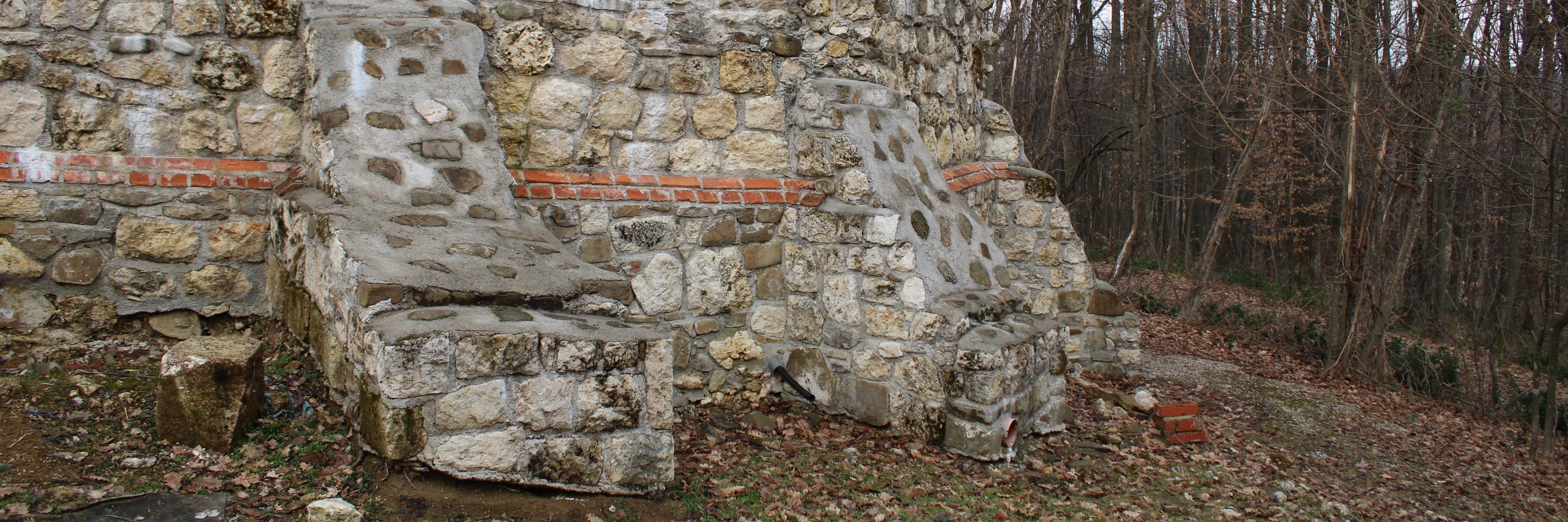 Остатки средневековой церкви в Скакаве