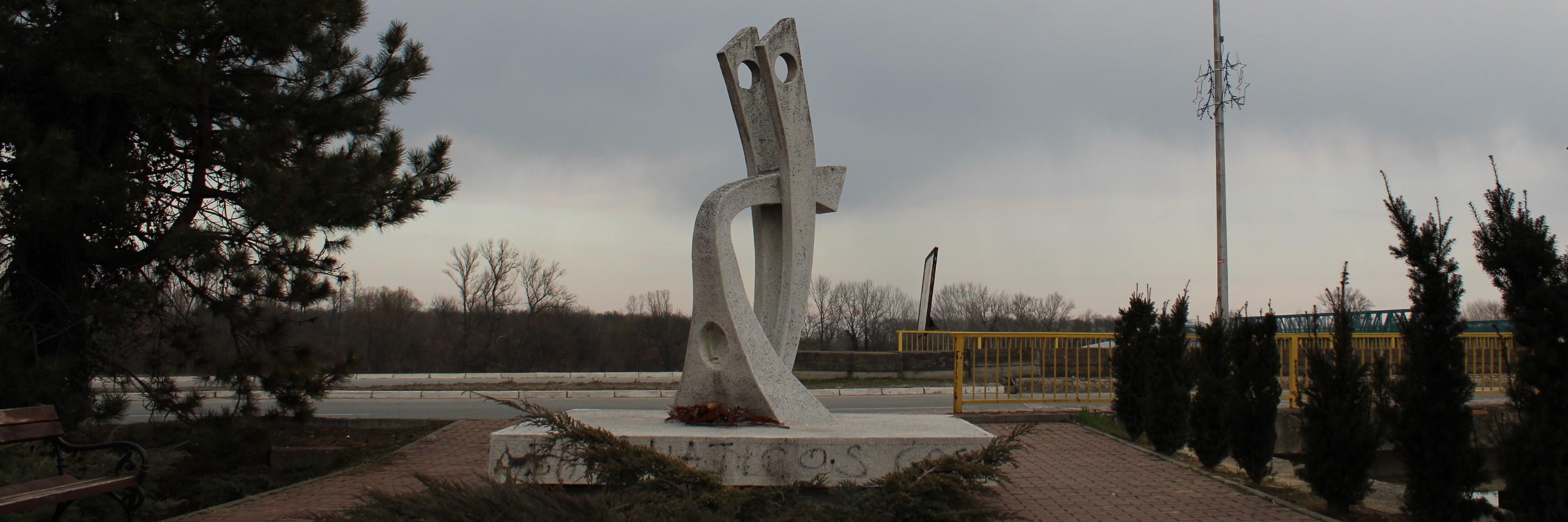 Памятник Хасану Агановичу Тачу. Фото: Елена Арсениевич, CC BY-SA 3.0