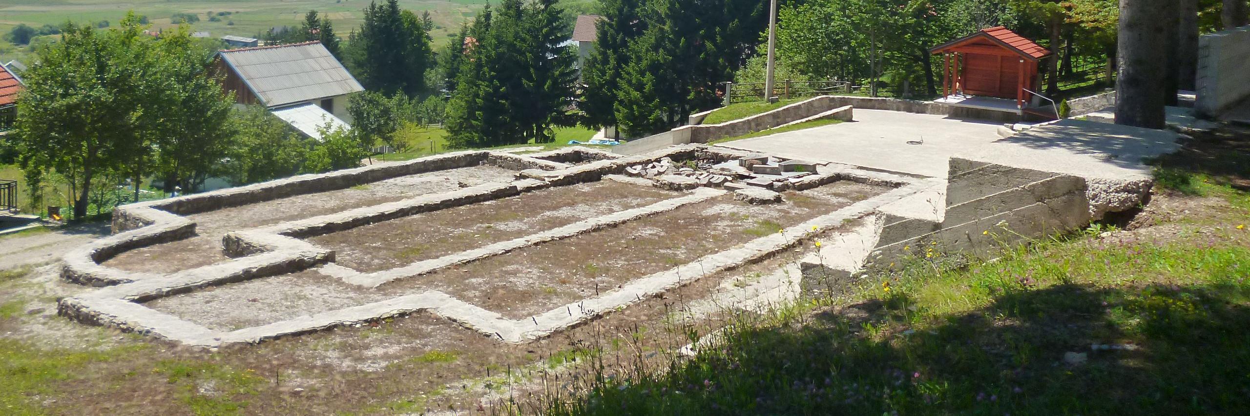 Остатки церквей в Отиновцах