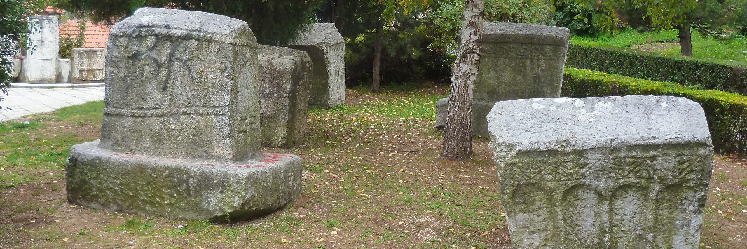 Стечки и римские стелы в Конице