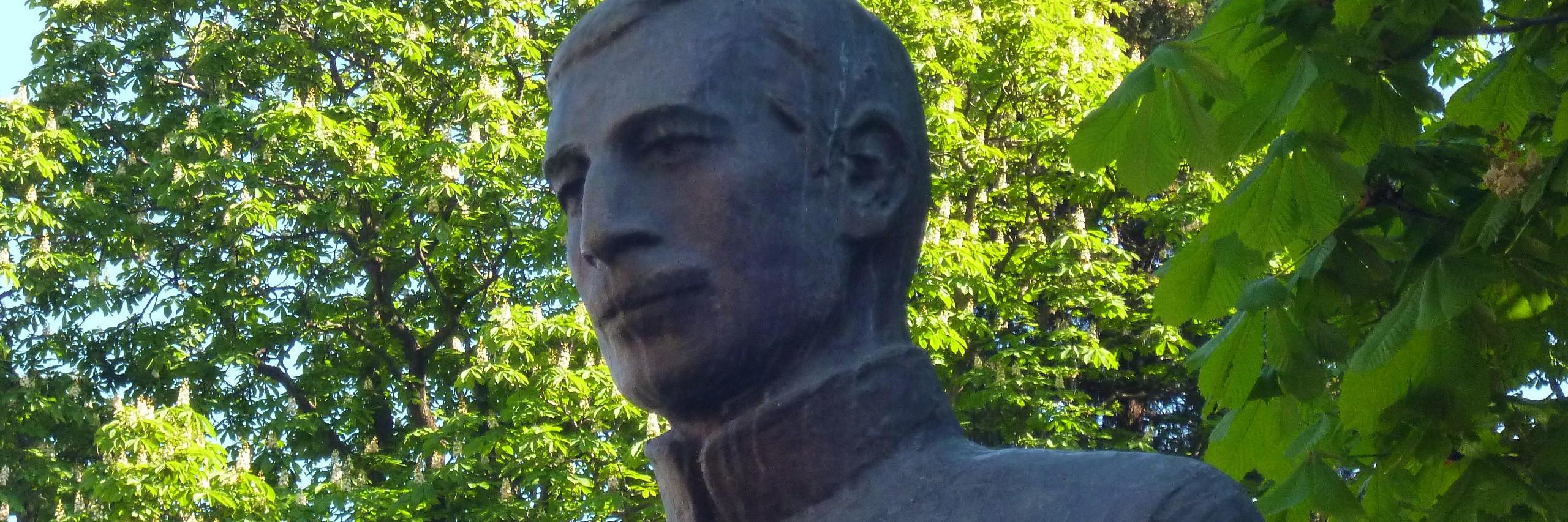 Памятник Йовану Дучичу