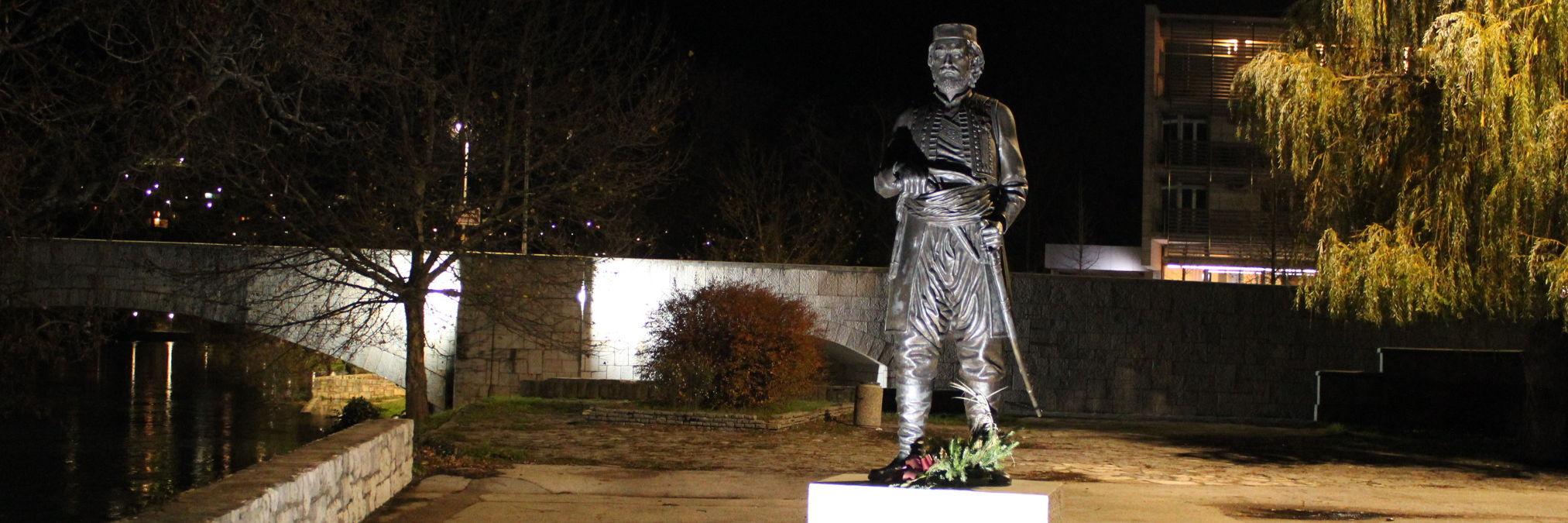 Памятник Луке Вукаловичу